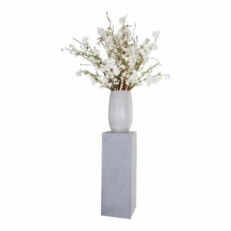 Witte Bloesemdecoratie op Hoge Zuil ± 220 cm
